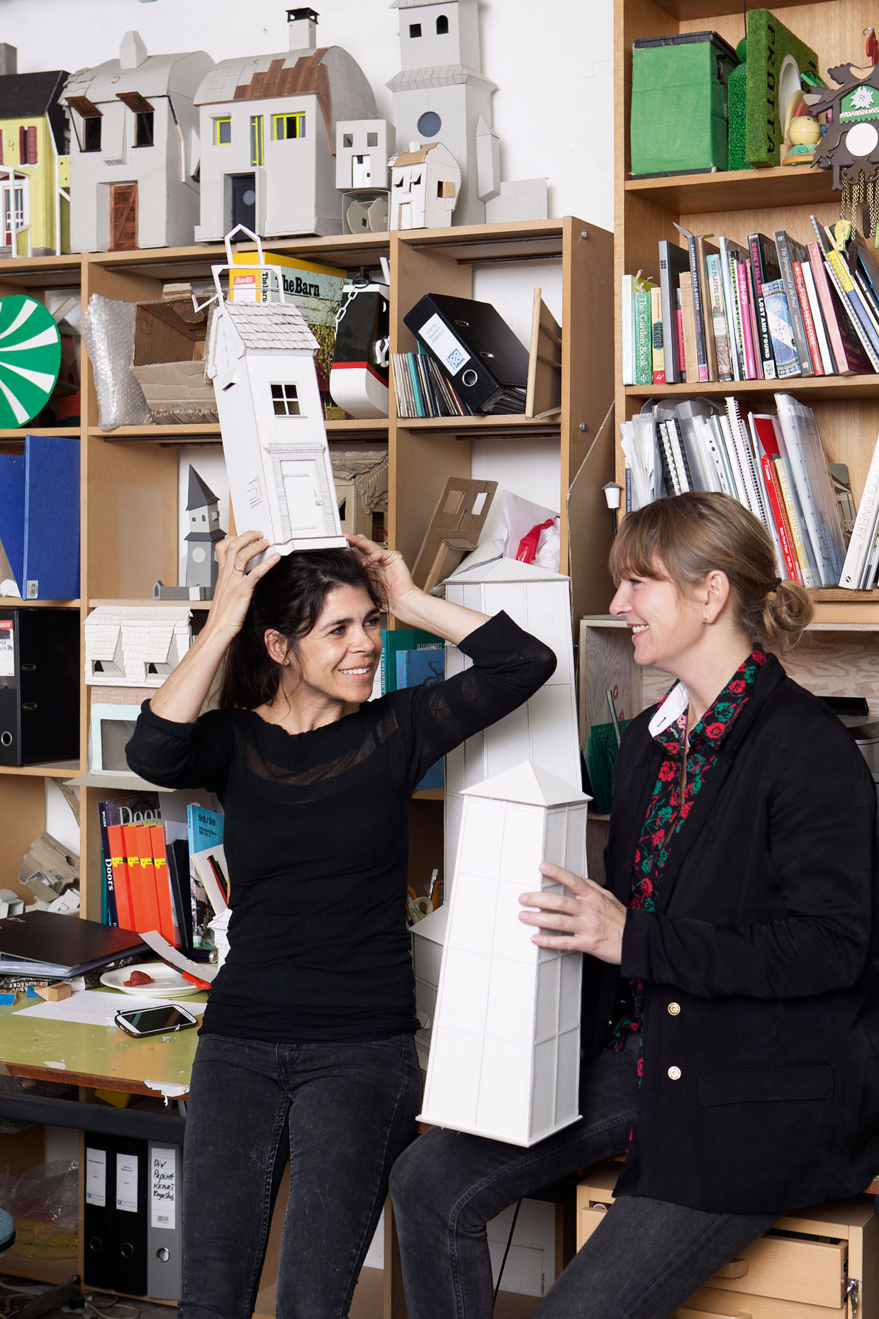 Randi & Katrine i deres atelier, ARKEN 2014. Foto Sine Nielsen (1)
