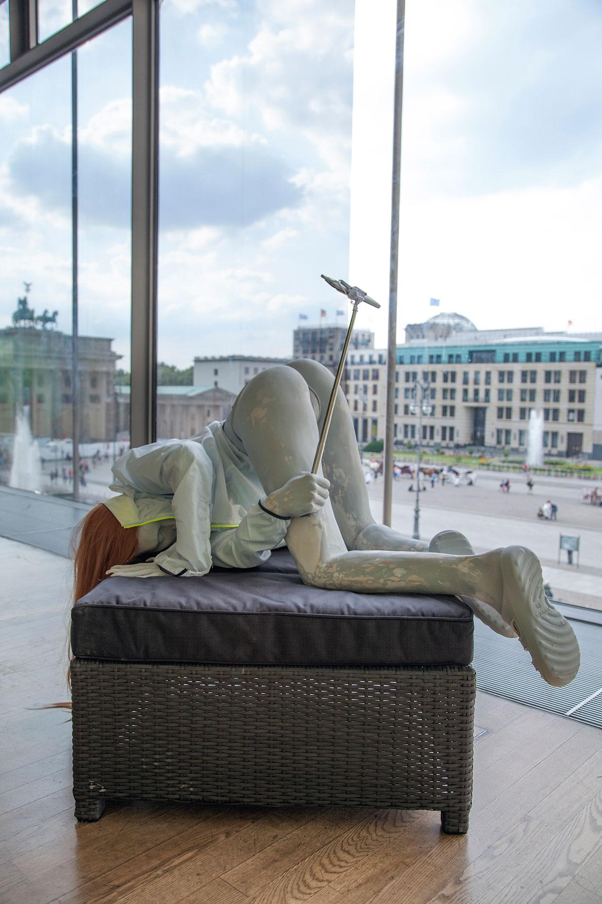 Anna Uddenberg, Selv-opdagelsesrejse, 2016. 9. Berlin Biennale for Samtidskunst, installationsbillede. Courtesy kunstneren og Kraupa-Tuskany Zeidler, Berlin. Foto: Timo Ohler