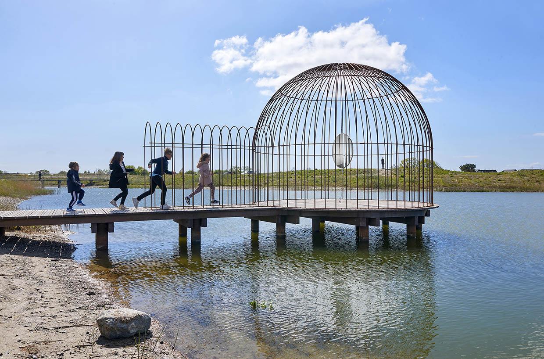 Jeppe Hein, Cage and Mirror, 2011. ARKEN Museum for Moderne Kunst. Foto: Torben Petersen