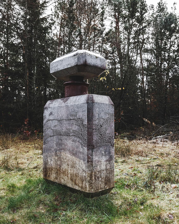 Nanna Abell, AW14 (betonflakon), 2014. Deep Forest Art Land (Skovsnogen). Foto: R. Hjortshøj